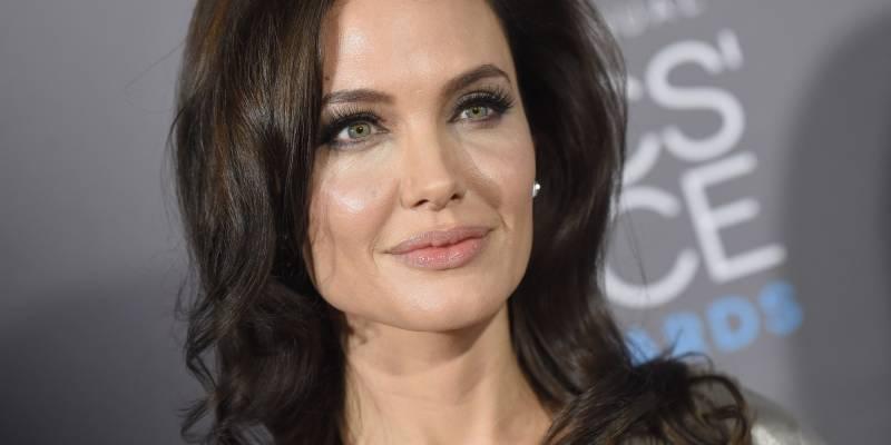 Angelina Jolie visits Rohingya camps