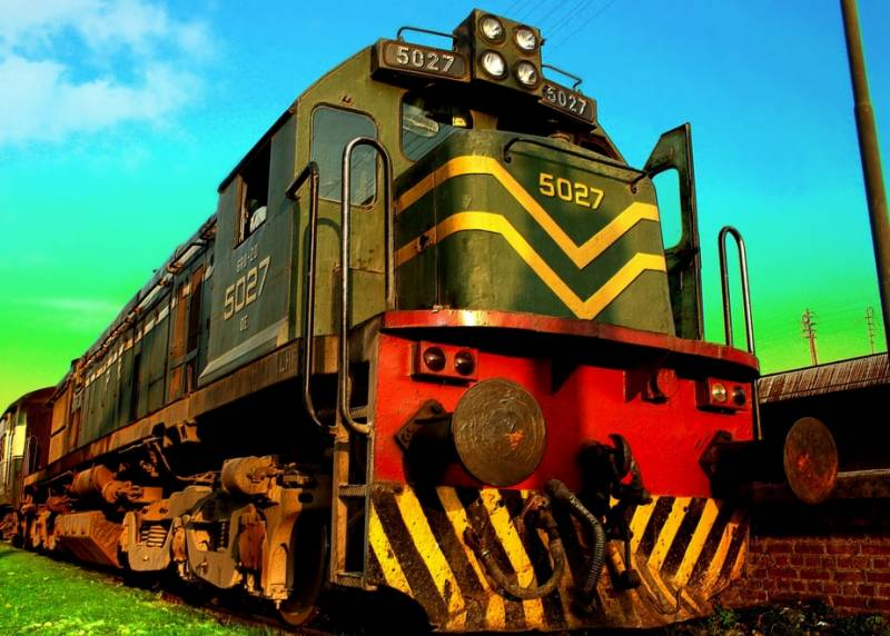 Railways minister offers special freight train to facilitate Sialkot exporters