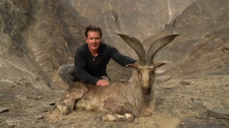 Another American citizen hunts markhor in Gilgit after paying US$ 110,000