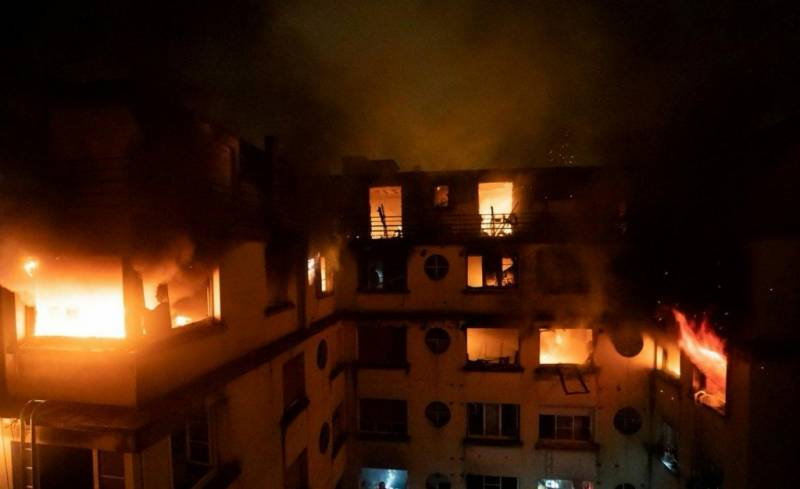 Death toll in Paris fire rises to 10