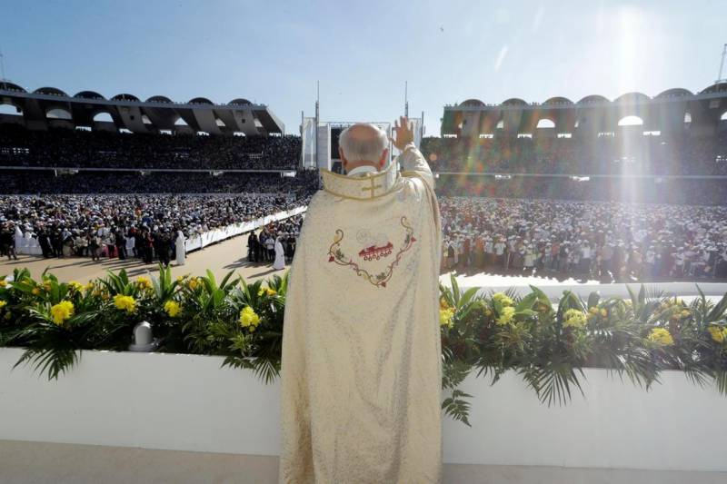 Pope Francis holds first-ever papal Mass in Gulf