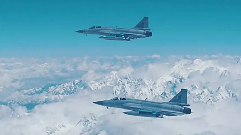 BREAKING: Indian aircrafts violate LoC, chased away by PAF jets