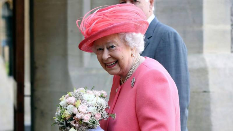 Queen Elizabeth posts on Instagram for the very first time