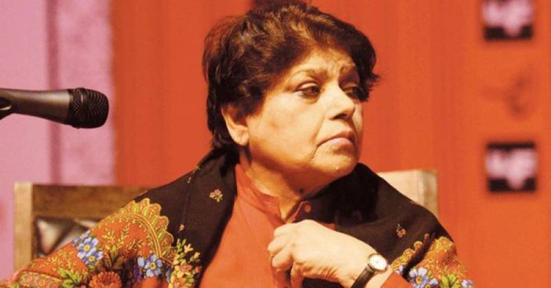 Kishwar Naheed rejects certain slogans of Aurat March, receives backlash