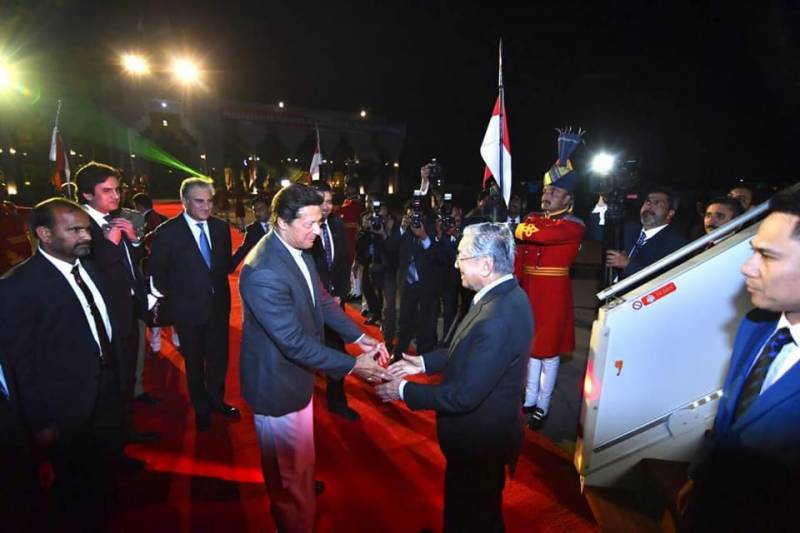 PM Imran welcomes Malaysian counterpart Mahathir Mohamad in Islamabad