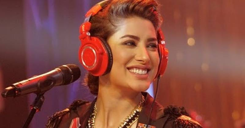 Mehwish Hayat finally responds to rumors about receiving 'Tamgha-e-Imtiaz'