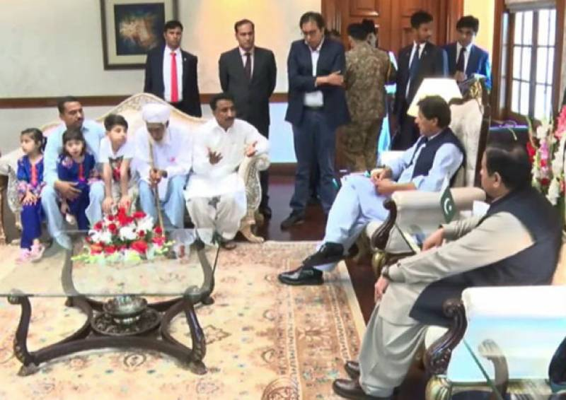 PM Imran meets families of Sahiwal shootout victims; gives Rs30 million cheques in compensation