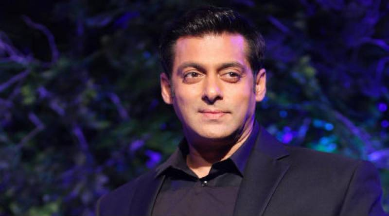 Salman Khan accused of misbehaving and snatching fan's mobile phone, complaint filed