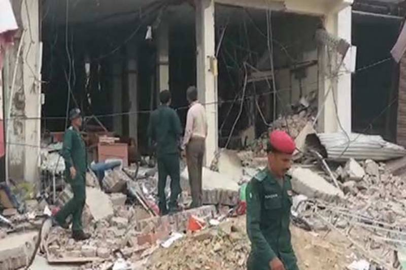 At least 19 injured in explosion inside Sadiqabad bank