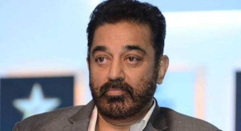 Chappals hurled at Kamal Hassan at Tamil Nadu