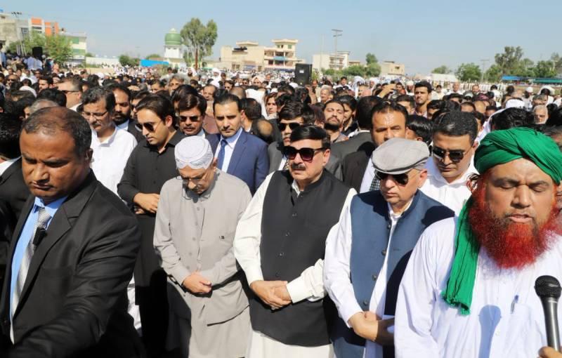 Zardari, Bilawal among others attend funeral of Qamar Zaman Kaira's son