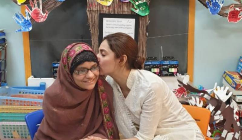 Mahira Khan makes young cancer patient's wish come true