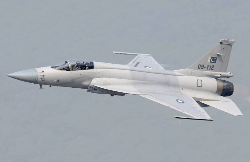 JF-17 thunder warms up to steal 53rd Paris Air Show