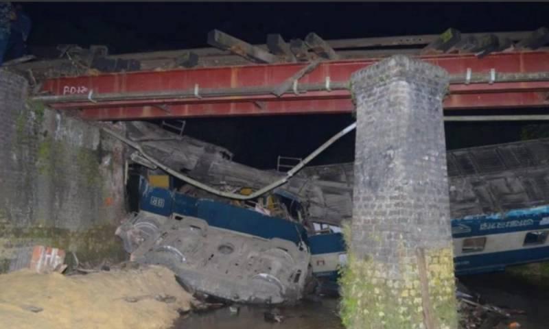 4 killed, 100 injured in train derailment in Bangladesh