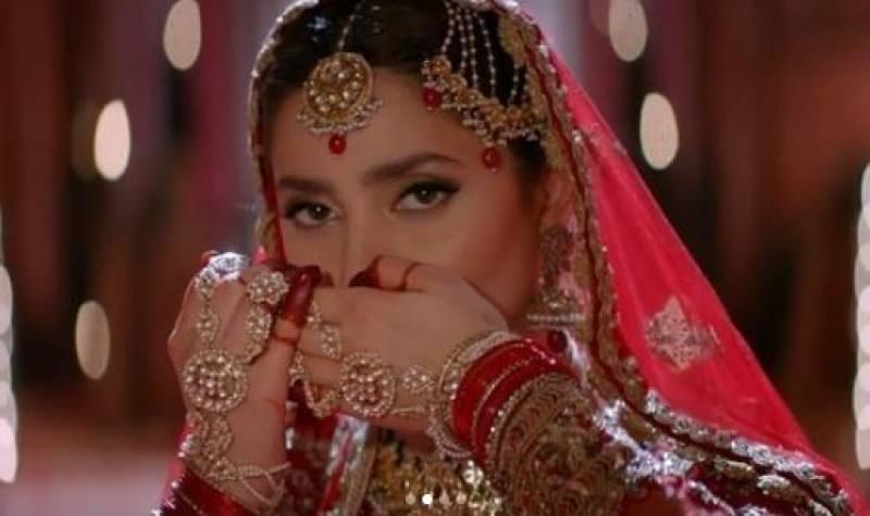 This dress was so heavy that the 'gol chakkars' gave me 'chakkars': Mahira Khan