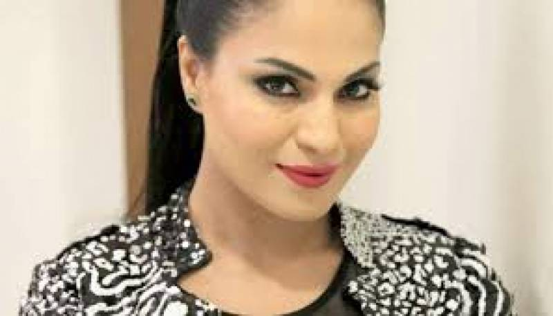 Veena Malik shelters Firdous Jamal amid social media backlash