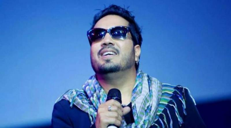 India bans Mika Singh for performing at an event in Pakistan