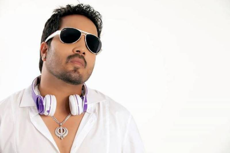 Mika Singh to discuss ban with Indian officials