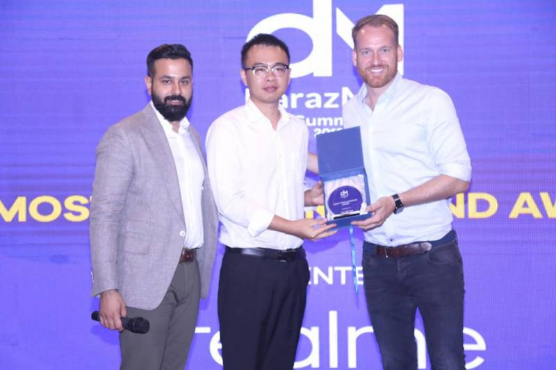 realme becomes no. 1 smartphone of choice for youth in Pakistan after being recognized as 'Most Popular Brand' at Daraz Mall Summit 2019