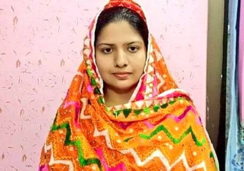Pakistani Hindu woman becomes first police officer in Sindh