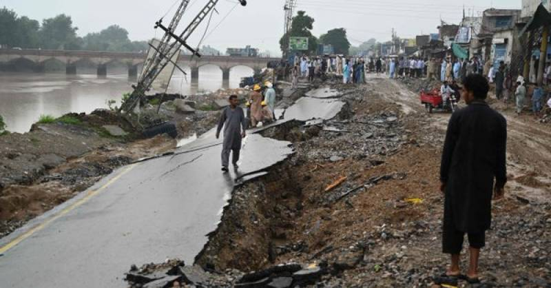 Man killed, two injured due to aftershocks in quake-hit Mirpur