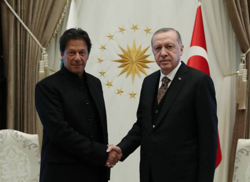PM Imran conveys Pakistan's full support, solidarity with Turkey