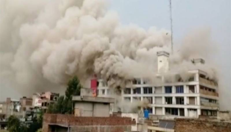Minor among two killed in Gujrat shopping plaza fire