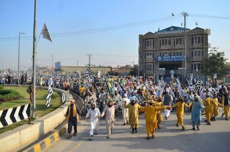 Second day: Islamabad-bound Azadi March reaches Punjab with resolve to oust PM