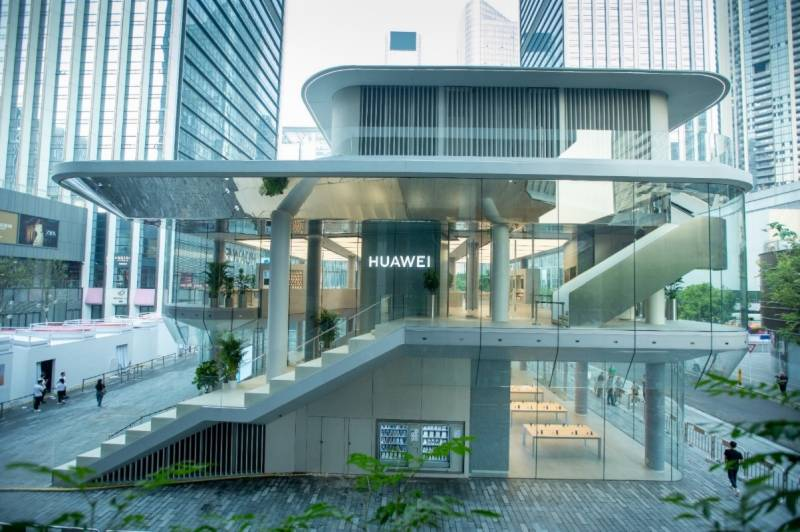 Huawei's first global flagship store opens in China