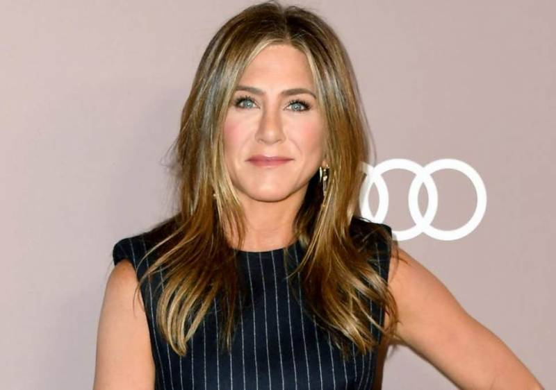 Jennifer Aniston just dropped some major hints about a real Friends reunion and we can't keep calm