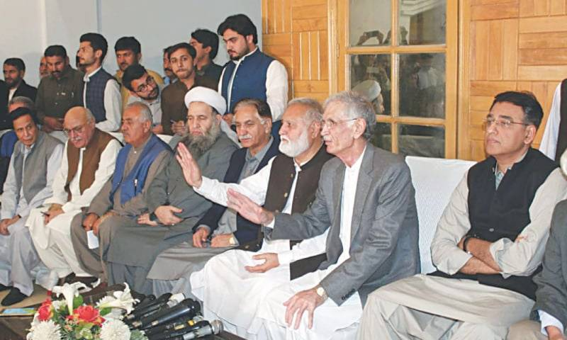 Give-and-take deal likely between govt, opposition to end Azadi March