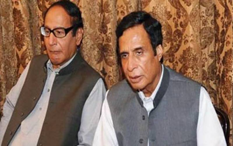 Azadi March: Chaudhry brothers active for compromise talks as Fazl sticks to demands
