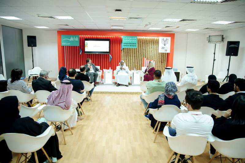 Experts discuss bilingualism, perils of language hierarchy at SIBF 2019