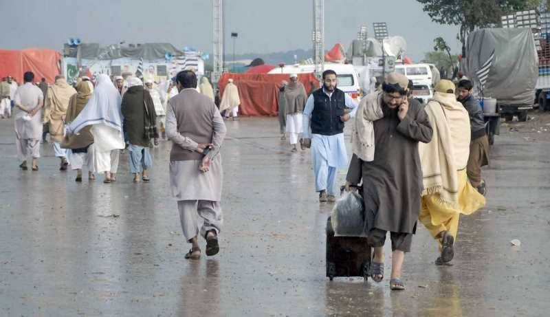 JUI-F chief Fazl comes under fire as Azadi March protesters face freezing weather