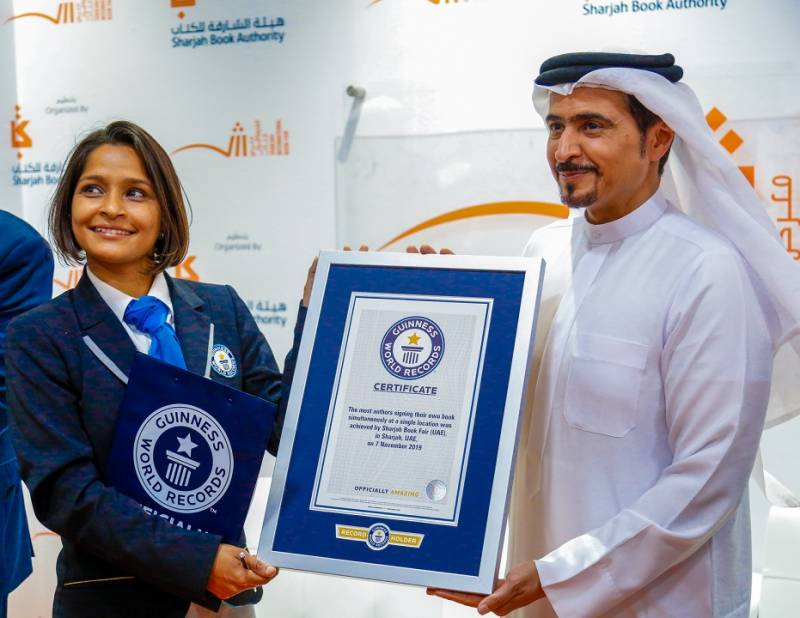 Pictures:1,502 authors sign own books at SIBF 2019, set new Guinness world record