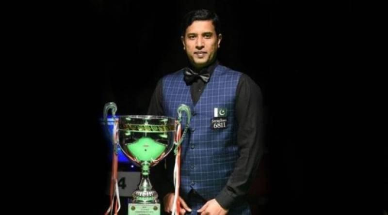 President Alvi felicitates Muhammad Asif on winning snooker championship