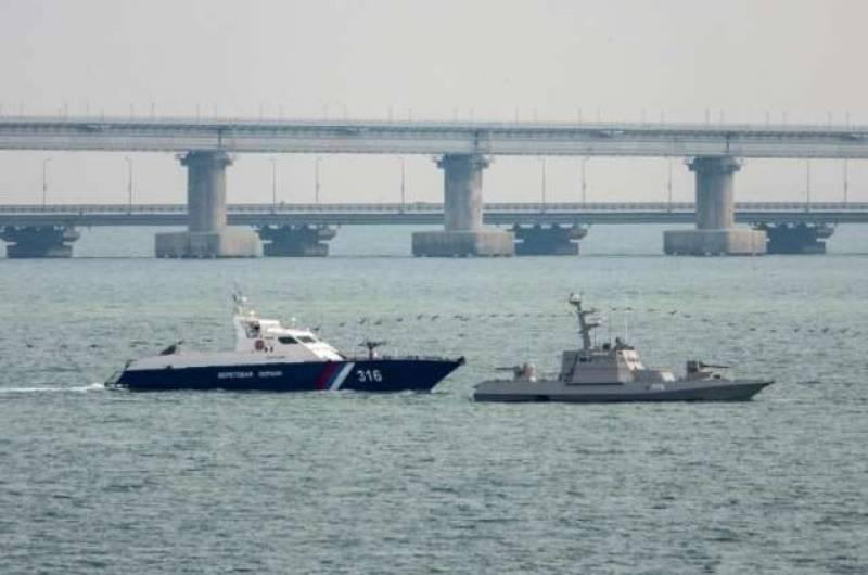 Russia returns three seized naval ships to Ukraine