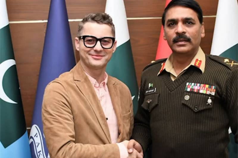 Akcent vocalist meets DG ISPR over 'fantastic' tea