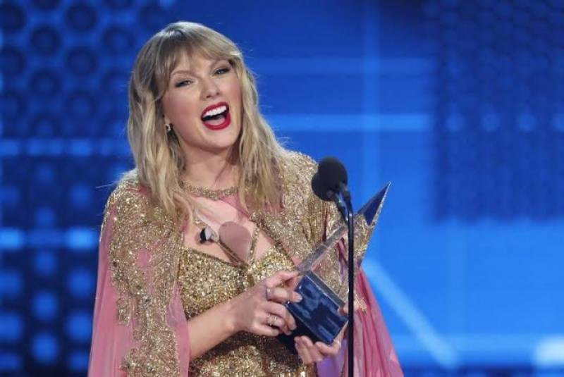 Taylor Swift breaks the record for the most wins ever at the American Music Awards