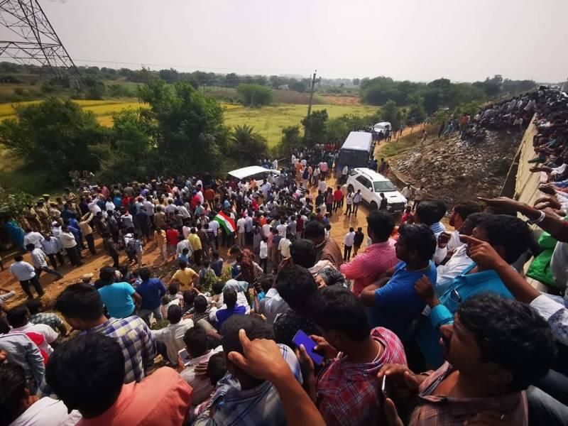 Indian police shoot dead 4 suspects in rape-murder case