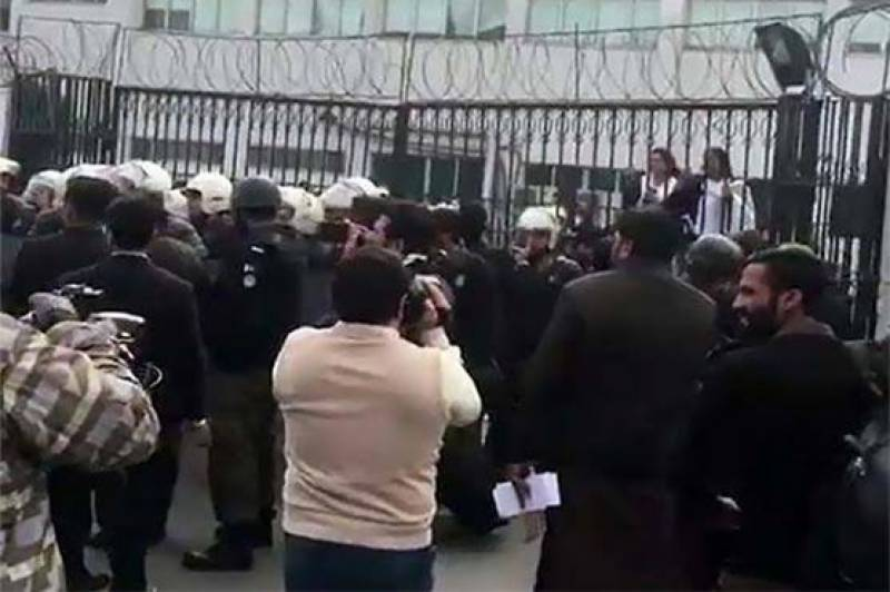 Lawyers, doctors go on strike after PIC clash