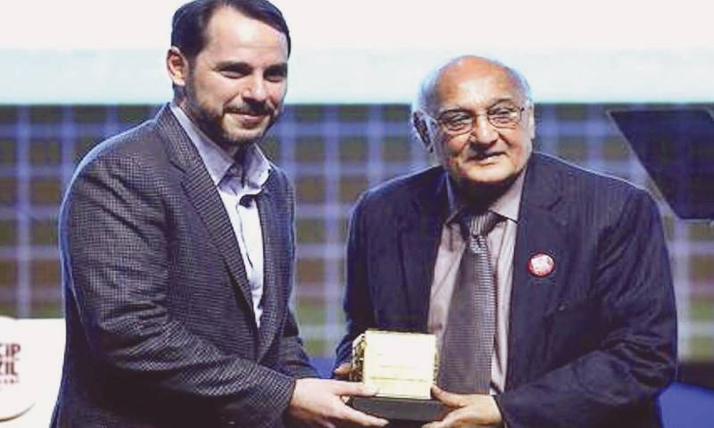 Pakistani poet Amjad Islam Amjad receives prestigious Turkish award