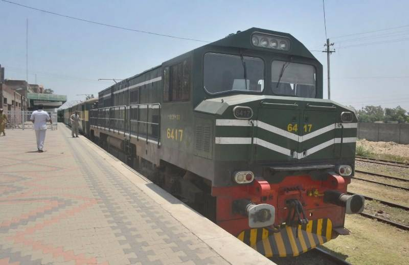 Two coaches of passengers' train derail in Sindh