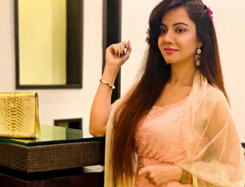 Rabi Pirzada posts video of herself reciting the Holy Quran