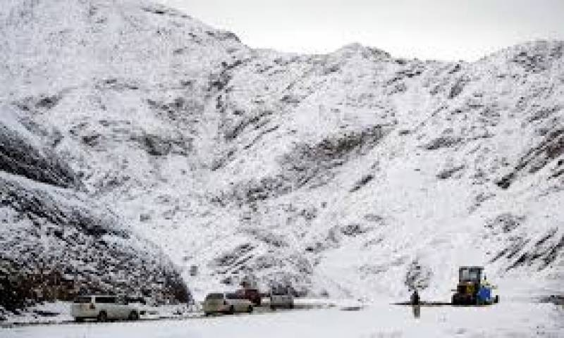 Six of a family dead as heavy snow causes roof collapse in Balochistan