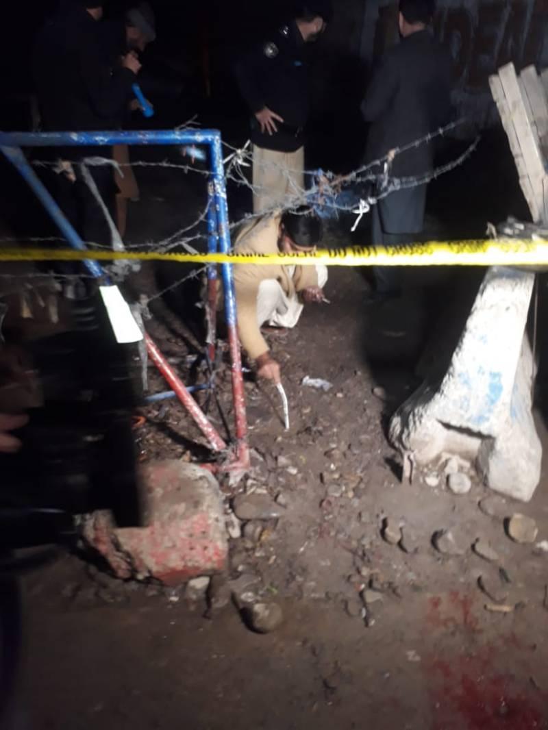 Nine injured in blast near police checkpost in Peshawar