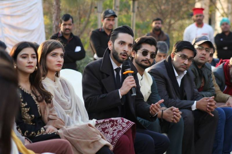 Imran Khan discusses digital media with youth at PM House