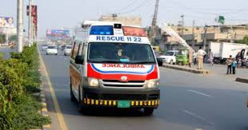 Patient killed after Rescue 1122 ambulance falls into Muzaffargarh canal
