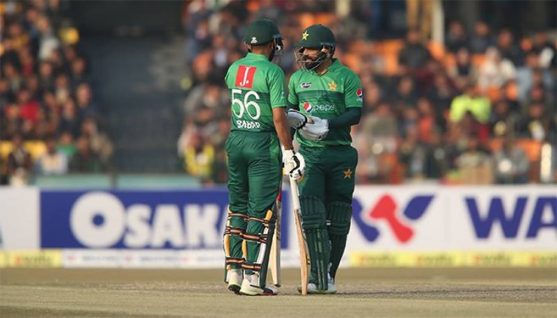 Babar, Hafeez fifties lead Pakistan to victory over Bangladesh in 2nd T20I