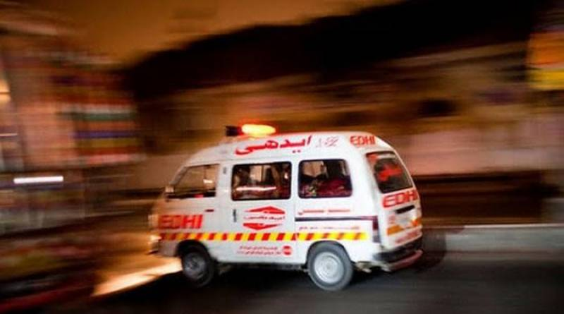 Van, truck collision claims three lives near Thatta